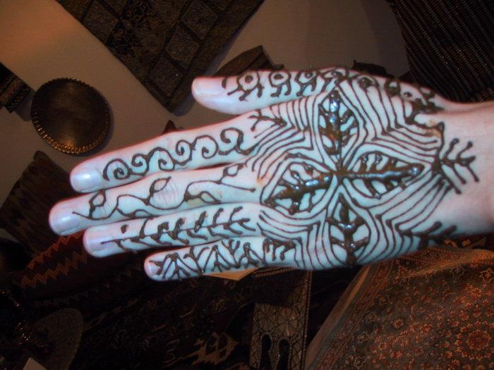 Manod decorada con henna
