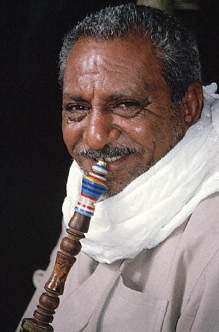 Fumando el narguilé