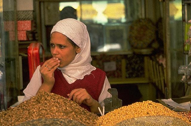 Muchacha en un mercado