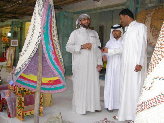 Varones en el zoco de Doha