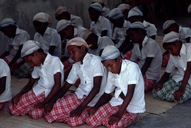 Orando en Maldivas